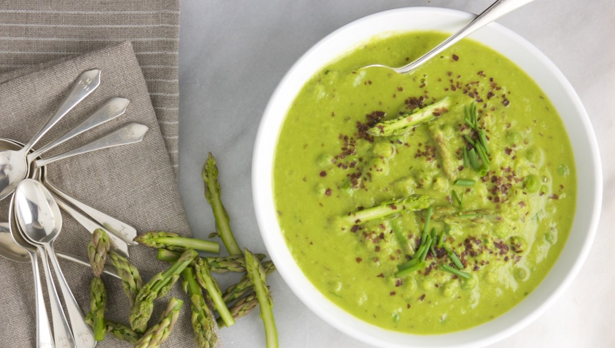 Sweet Pea and Asparagus Soup with Dulse 1
